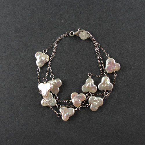 trianglepearlbracelet